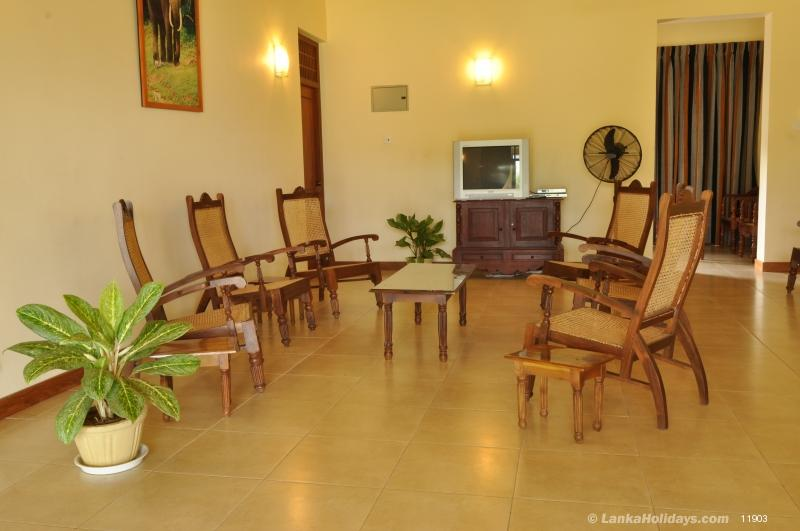 Serviced Bungalows In Yala Lake View Bungalow Yala