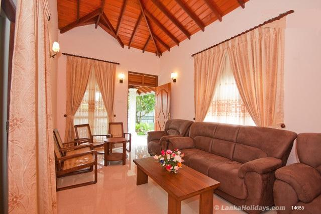 Serviced Rooms in Negombo - Green Gardens Negombo,Sri Lanka.