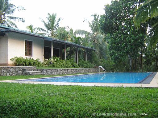 Serviced bungalows in bandaragama holiday bungalow in - Bungalows with swimming pool in sri lanka ...