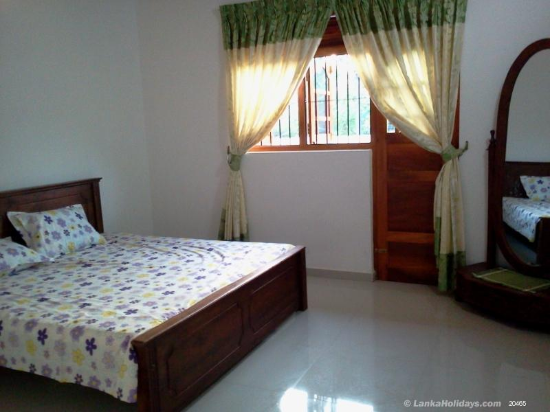 Self catering home stays in beruwala 2 a c bed roomed for Living room designs sri lanka