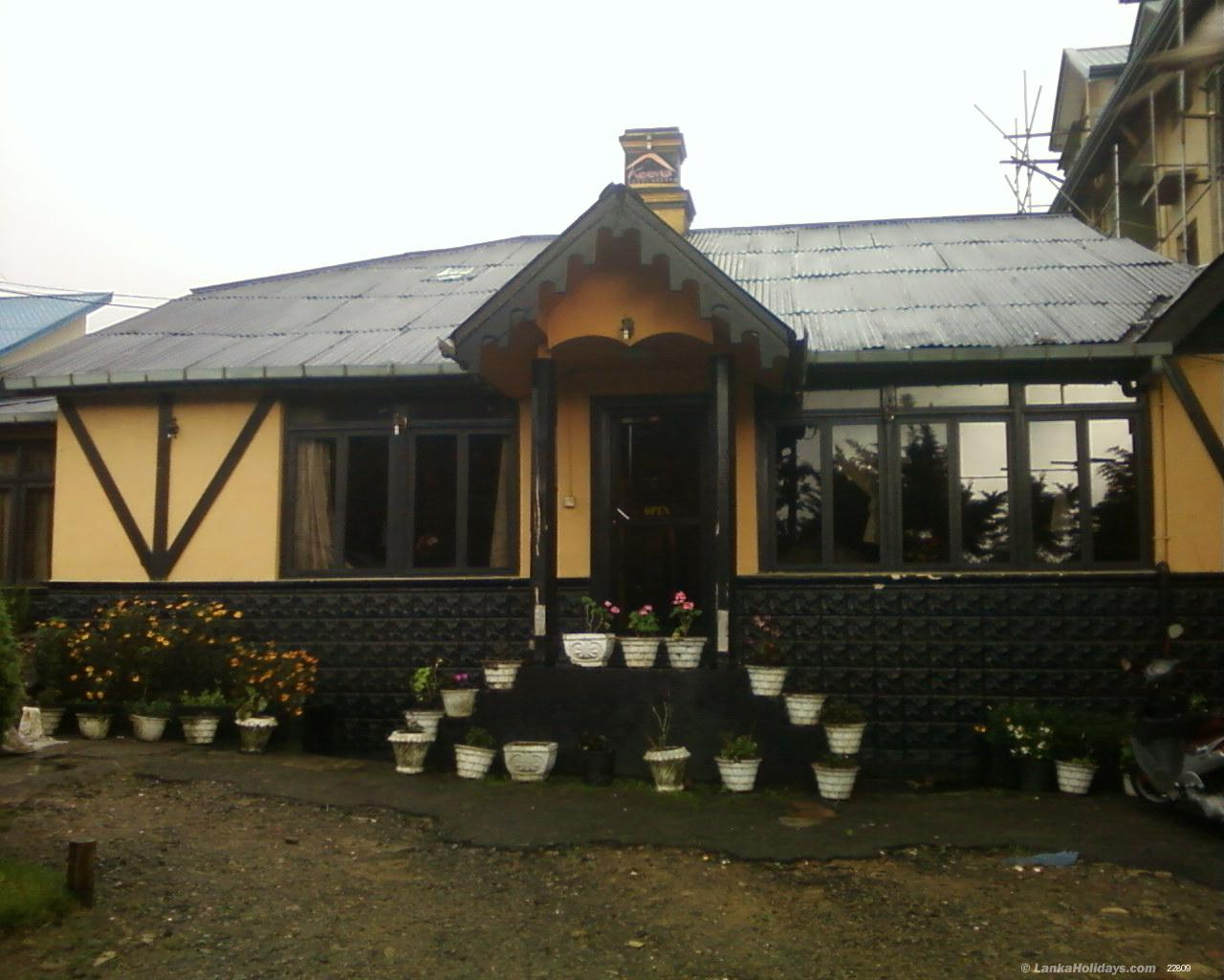 Serviced guest houses in nuwara eliya keena guest house for Homes with guest house