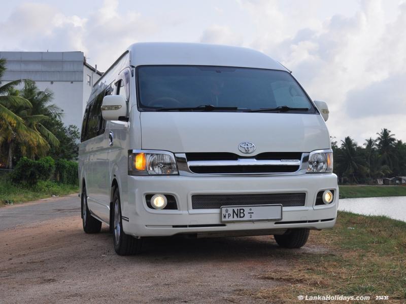 Sri Lanka Van Rentals/Hire - 14 seater Luxury Commuter
