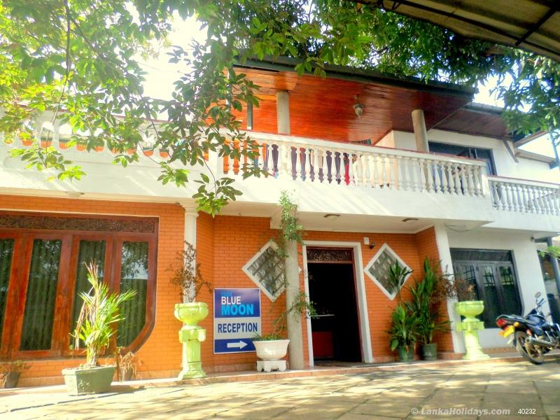Holiday Guest Houses in Colombo - Blue Moon Hotel