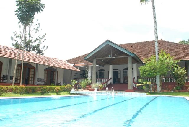 Self catering bungalows in matugama holiday bungalow - Bungalows with swimming pool in sri lanka ...
